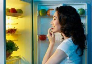 woman-raiding-fridge-320x222